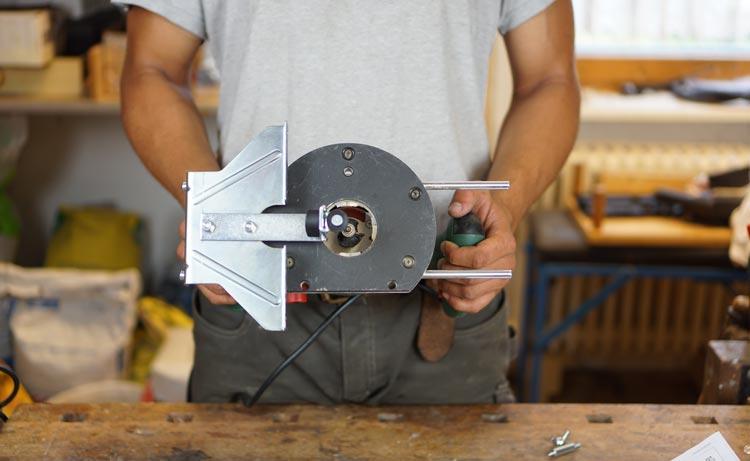 Bosch-1400-Ace-Paralellanschlag-an-Grundplatte-montiert