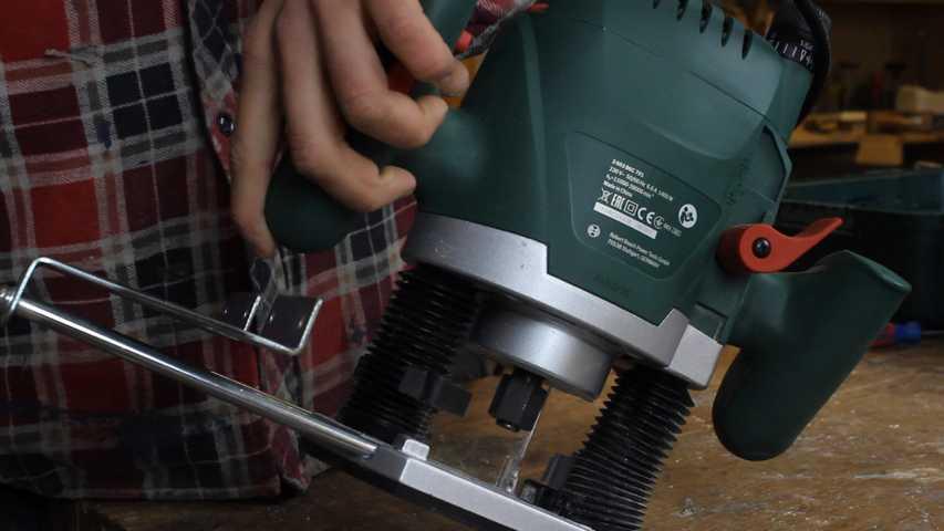 Prallelanschlag und Spannhebel der Bosch POF 1400